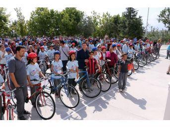 Merkezefendi'de Öğrencilere Bisiklet Dağıtımı Devam Ediyor
