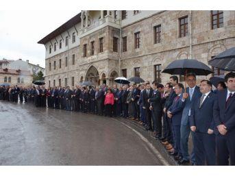 Sivas Valisi Gül, Sağanak Yağış Altında Karşılandı