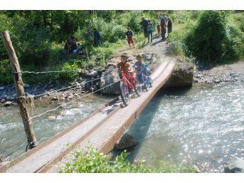 Köprü Üstünde Ölümle Burun Buruna Yolculuk