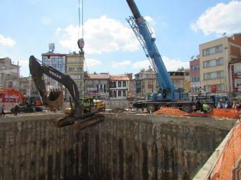 Sandıklı'da Kent Meydanı Ve Yeraltı Oto Park İnşaatı Devam Ediyor