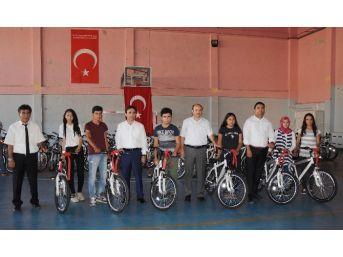 Erdemli'de Hareketli Yaşam İçin Bisiklet Dağıtıldı
