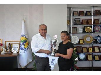 İkincilik Kupasını Başkan Tollu'ya Takdim Ettiler