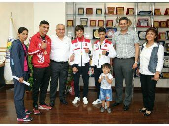 Wushucular Şampiyonluklarını Başkan Tollu'yla Kutladılar