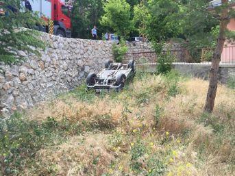 Otomobil İstinat Duvarından Uçtu: 1 Yaralı