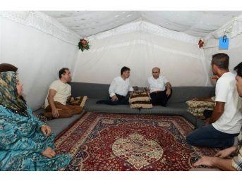 Vali Demirtaş, Çadırkent'te İncelemelerde Bulundu