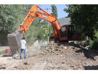 Dinar'da Kilitli Parke Taşı Döşeme Çalışmaları Devam Ediyor