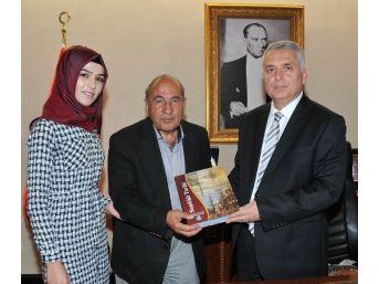 Şair Ve Araştırmacı Yazar Dr. Muharrem Bayar, Vali Aziz Yıldırım'ı Ziyaret Etti