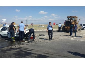 Otomobil İş Makinesine Çarptı: 2 Ağır Yaralı