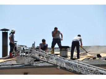 Restoranın Çatısında Çıkan Yangın Korkuttu