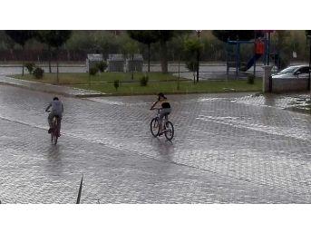 Çöl Sıcaklarıyla Bunalan Aydın, Yaz Yağmuruyla Serinledi