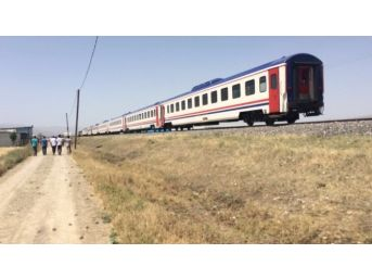 Elazığ'da Tren Minibüse Çarptı: 7 Ölü, 1 Yaralı