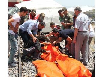 Elazığ'daki Tren Kazası'nda Ölenlerin Cenazeleri Hastaneye Kaldırıldı