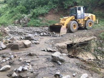 Esendere'de Sel Nedeniyle Kapanan Yollar Açıldı