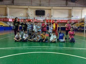 Gebze Gençlik Hizmetleri Ve Spor İlçe Müdürlüğünden Kadınlara Pilates Eğitimi