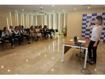 Komek'ten Hastane Personeline İşaret Dili Eğitimi