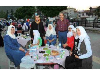 Akşehir'de 2. Geleneksel Çocuk İftar Şenliği