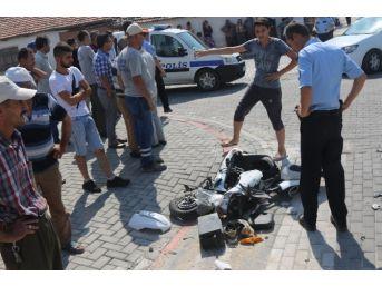 Elektrikli Bisiklet Tır'a Çarptı: 2 Yaralı