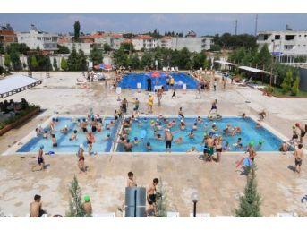 Öğrencilere Karne Hediyesi: Ücretsiz Havuz