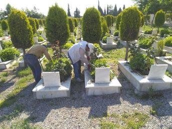 Turgutlu Mezarlıklarında Hummalı Çalışma