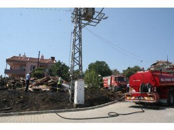Marmaris'te Odunluk Yangını Korkuttu