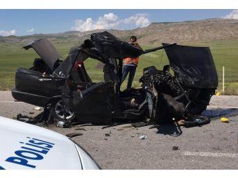 Sivas'ta Tır İle Otomobil Çarpıştı: 2 Ölü, 3 Yaralı