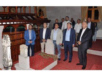 Başkan Revi Ve Beraberindekilerden Kars'a Anlamlı Ziyaret