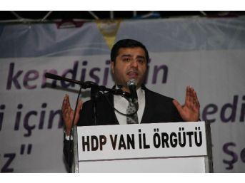 Hdp Eş Genel Başkanı Demirtaş Van'da İftar Programına Katıldı