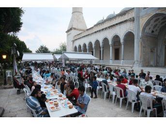 Büyükşehir'den Günde 4 Bin Kişiye İftar Yemeği