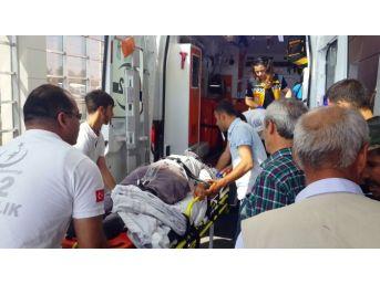 Hafif Ticari Araç Şarampole Yuvarlandı: 4 Yaralı