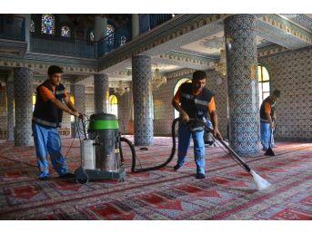 Keçiören'de Camilere Ramazan Ayı Temizliği