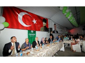 Kılıçdaroğlu Çankaya'nın İftar Sofrasına Katıldı