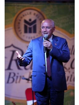 Yenimahalle'de Kurulan İftar Sofralarında Binlerce Vatandaş Buluşuyor