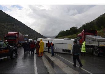 Gümüşhane'de Trafik Kazası: 13 Yaralı