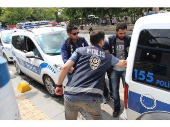 Gözlük Kabında 5 Bin Liralık Uyuşturucuyla Yakalandı