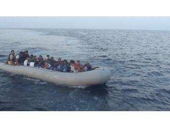Ege Denizi'nde 6 Ayda 26 Bin 63 Göçmen Kurtarıldı