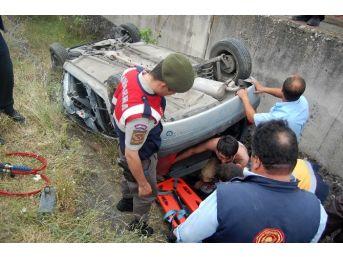 Taşköprü'de Duvara Çarpan Araç Takla Attı: 1 Yaralı