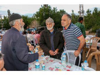 Yahyalı Belediyesi Kardeşlik Sofrasını Çiğilli Mahallesinde Kurdu