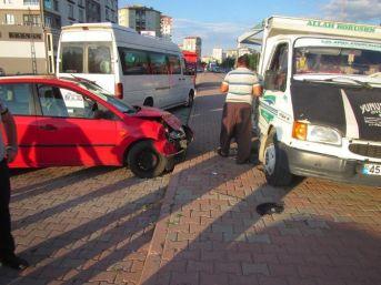 Zincirleme Trafik Kazasında 3 Araç Birbirine Girdi