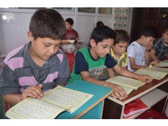 Akhisar'da Yaz Kur'an Kursları Büyük Talep