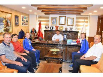 Şampiyon Kardeşlerden Başkan Çelik'e Ziyaret