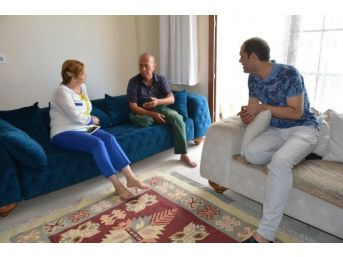 Yunusemre Belediyesi Yaşlı Adam Ve Kızına Sahip Çıktı