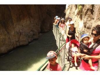 Kartpostallık Saklıkent Kanyonu Ziyaretçi Akınına Uğruyor