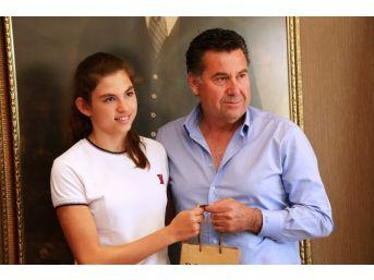 Şampiyon Yüzücüden Başkan Kocadon'a Ziyaret