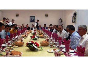Erciş'te Başsavcı Mehmet Topal Onuruna Veda Yemeği