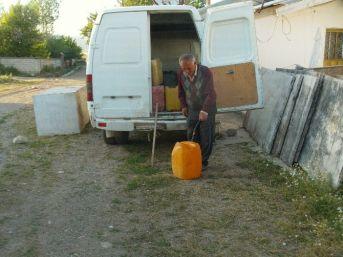 Meyve Ağaçları Kurumasın Diye Günde Üç Ton Su Taşıyor