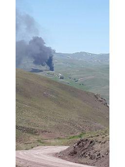 """Van Valiliği: """"3 İş Makinesi Teröristler Tarafından Yakılmış Ve 1 Kamyonet Gasp Edilerek Götürü"""