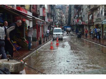 Aniden Bastıran Yağmur Ulaşımı Olumsuz Etkiledi