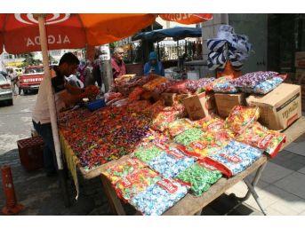 Şeker Ve Tatlılar Tezgahlarda Yerini Aldı