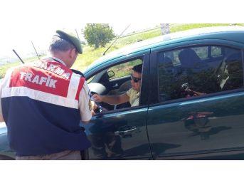 Jandarma Trafik Bu Defa Bayramlaşmak İçin Durdurdu