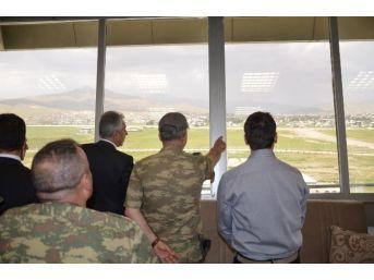 Hakkari Valisi Toprak'tan Havalimanı Ziyareti